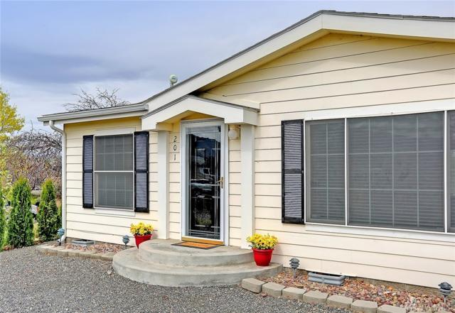 201 Pear Place SW, Mattawa, WA 99349 (#1273224) :: Homes on the Sound
