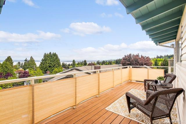 4925 27th Ave W, Everett, WA 98203 (#1291839) :: Real Estate Solutions Group