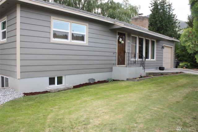 1711 Washington, Wenatchee, WA 98802 (#1297209) :: Ben Kinney Real Estate Team