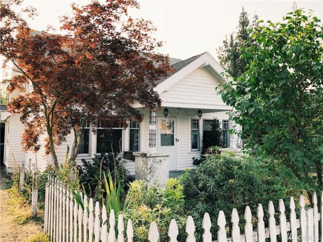 1069 Pioneer St, Enumclaw, WA 98022 (#1343729) :: Beach & Blvd Real Estate Group
