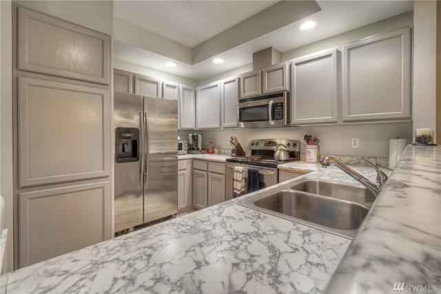 4724 Mill Pond Dr SE #701, Auburn, WA 98092 (#1350394) :: Entegra Real Estate