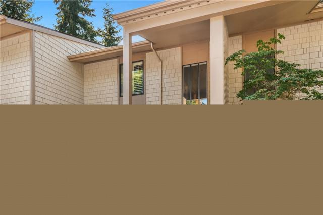 13730 15th Ave NE E202, Seattle, WA 98125 (#1357084) :: Homes on the Sound