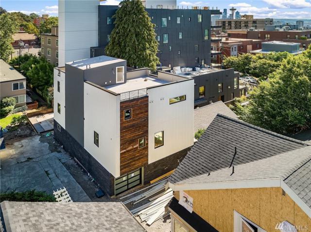 1310-B 3rd Ave W, Seattle, WA 98119 (#1376774) :: Ben Kinney Real Estate Team