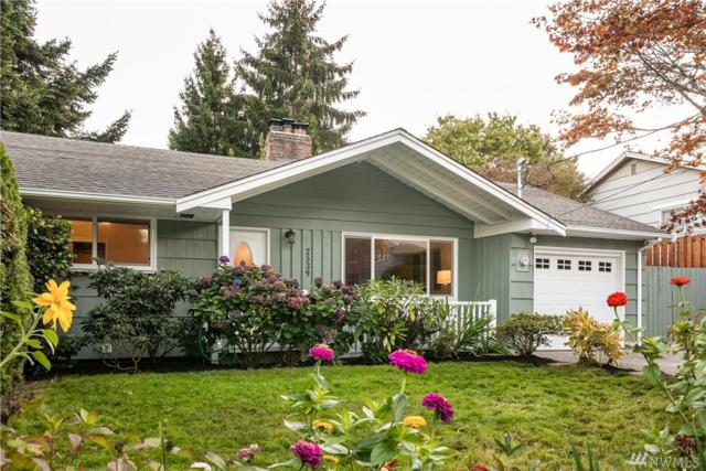 2539 NE 108th Place, Seattle, WA 98125 (#1376847) :: Real Estate Solutions Group