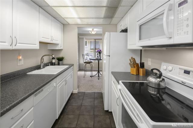 9805 NE 124th St #1301, Kirkland, WA 98034 (#1377819) :: Icon Real Estate Group
