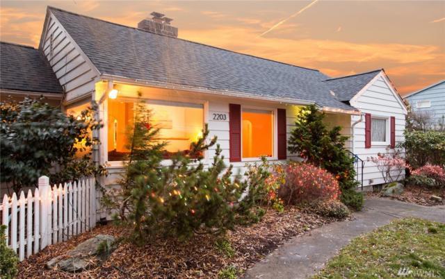 2203 12th St, Anacortes, WA 98221 (#1394161) :: Ben Kinney Real Estate Team