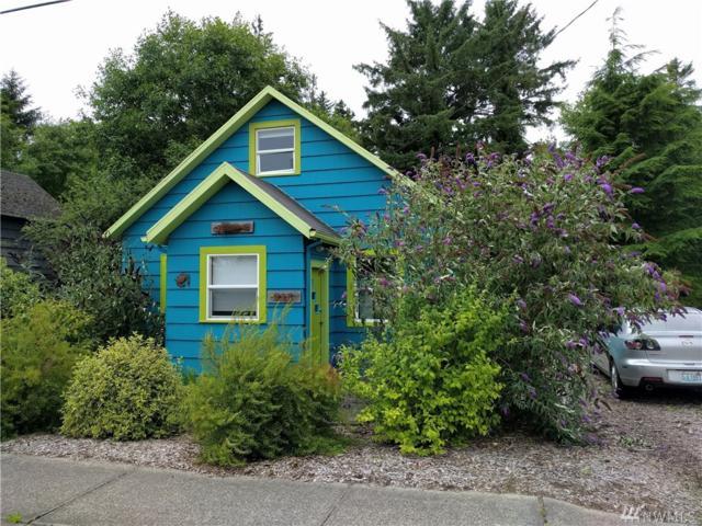 211 2nd St, Ilwaco, WA 98624 (#1398779) :: Homes on the Sound
