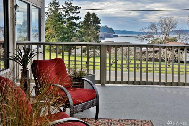 905 NE Leach St, Coupeville, WA 98239 (#1409060) :: Homes on the Sound
