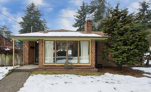 15037 27th Ave NE, Shoreline, WA 98155 (#1410412) :: Homes on the Sound