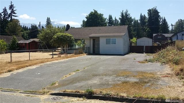 832 W 14th St, Port Angeles, WA 98363 (#1424193) :: McAuley Homes
