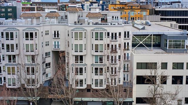 3028 Western Ave #214, Seattle, WA 98121 (#1424795) :: Ben Kinney Real Estate Team