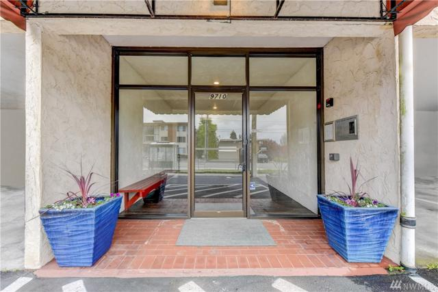 9710 Greenwood Ave N #302, Seattle, WA 98103 (#1440365) :: TRI STAR Team | RE/MAX NW