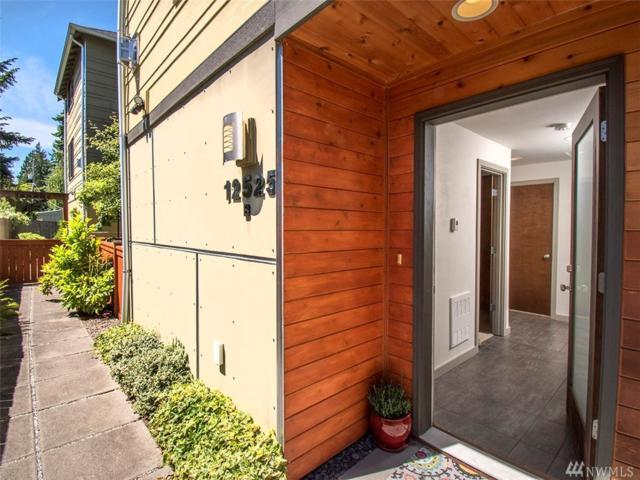 12525 26th Ave NE B, Seattle, WA 98125 (#1475144) :: Keller Williams Realty