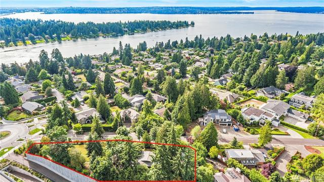 9229 Points Dr NE, Clyde Hill, WA 98004 (#1488906) :: Real Estate Solutions Group