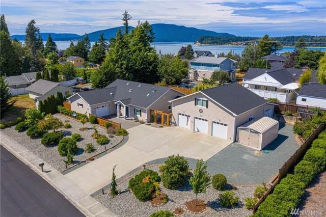 2206 13th St, Anacortes, WA 98221 (#1498392) :: Ben Kinney Real Estate Team