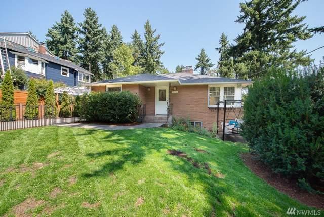 11324 30th Ave NE, Seattle, WA 98125 (#1502434) :: Keller Williams Western Realty