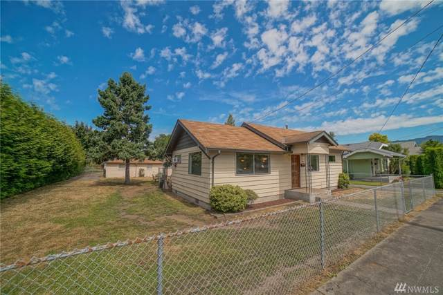 1343 Davis Ave, Enumclaw, WA 98022 (#1505750) :: Sarah Robbins and Associates