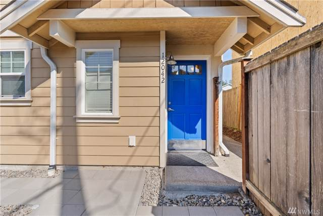 12042 33rd Ave NE, Seattle, WA 98125 (#1508126) :: Keller Williams Realty