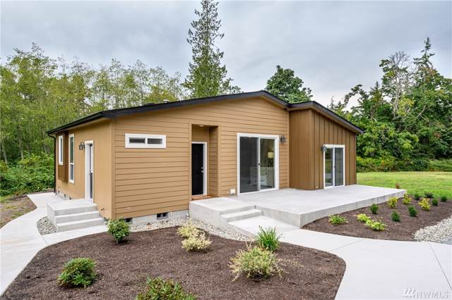 3614 S East Camano Dr, Camano Island, WA 98282 (#1509189) :: Canterwood Real Estate Team
