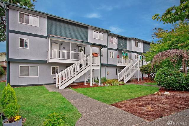 8823 Holly Drive J204, Everett, WA 98208 (#1509493) :: Real Estate Solutions Group