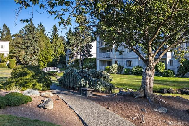 13297 15th Ave NE E2, Seattle, WA 98125 (#1517631) :: Record Real Estate