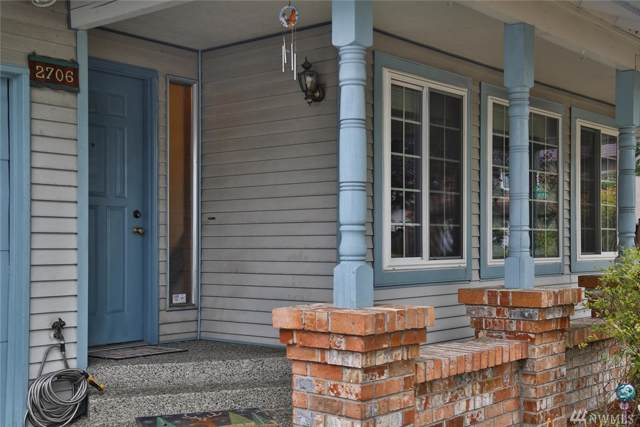 2706 NE 5th Ct, Renton, WA 98056 (#1520896) :: Mosaic Home Group