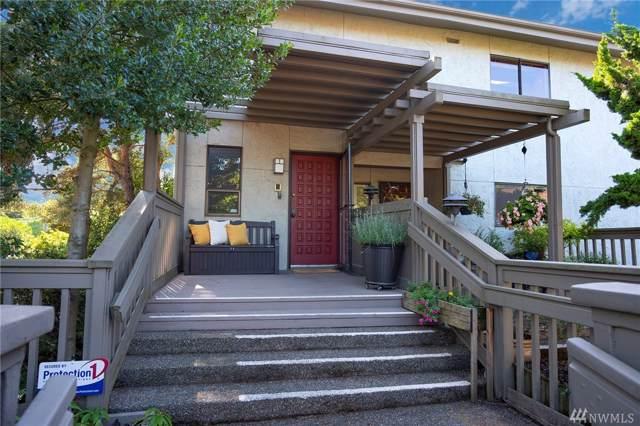 5865 NE Park Point Dr, Seattle, WA 98115 (#1520968) :: Liv Real Estate Group