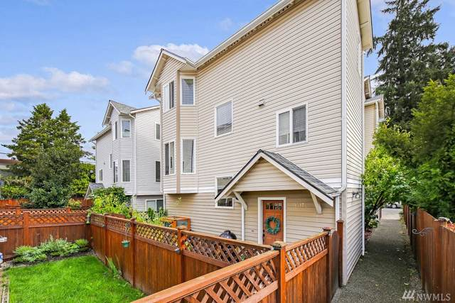 11517 28th Ave NE B, Seattle, WA 98125 (#1521379) :: Chris Cross Real Estate Group
