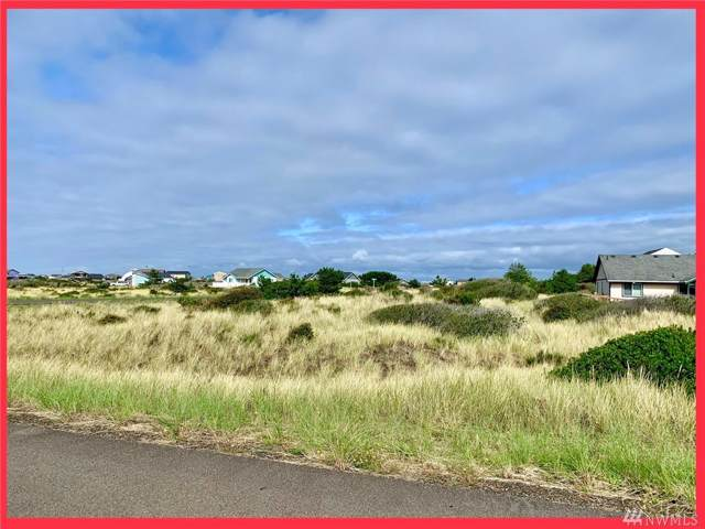 1402 N Jetty Ave SW, Ocean Shores, WA 98569 (#1522306) :: Chris Cross Real Estate Group