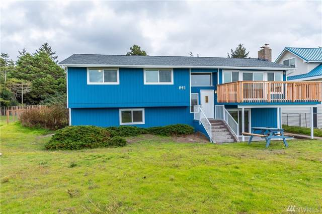 1993 Island View Rd, Oak Harbor, WA 98277 (#1524470) :: Canterwood Real Estate Team