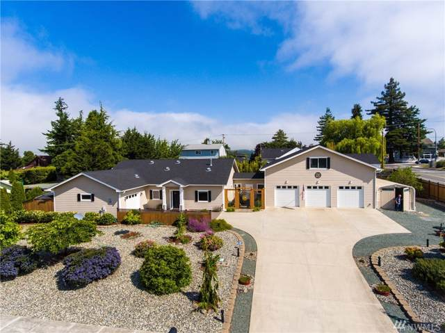 2206 13th St, Anacortes, WA 98221 (#1528039) :: The Royston Team