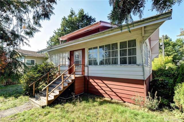 8851 36th Ave SW, Seattle, WA 98126 (#1529201) :: Chris Cross Real Estate Group