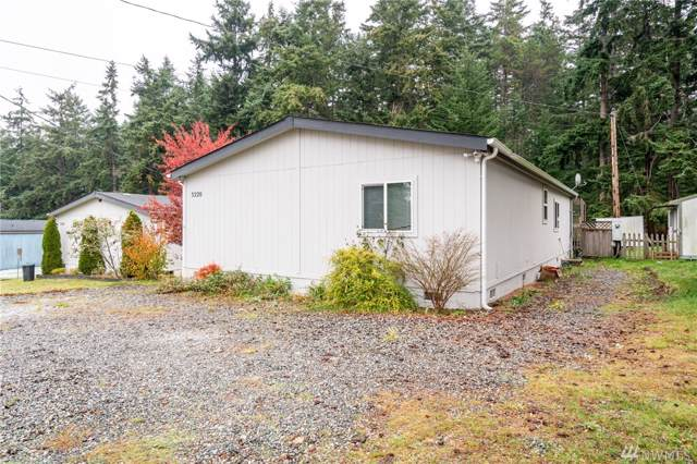 3220 Whitney Dr, Oak Harbor, WA 98277 (#1539144) :: Real Estate Solutions Group