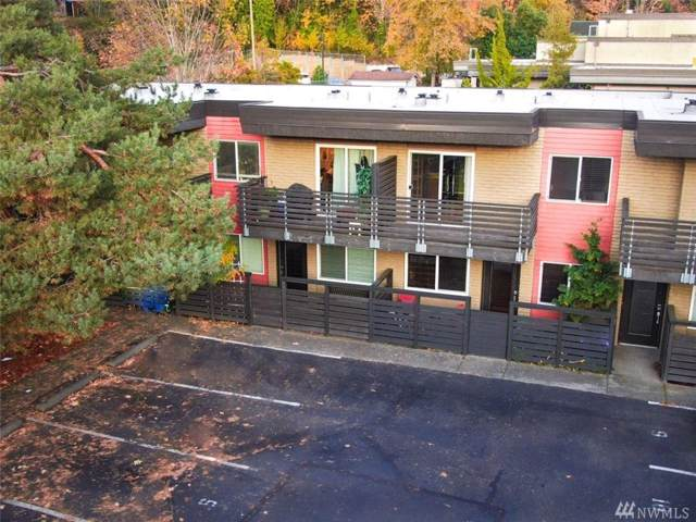 5220 42nd Ave S #106, Seattle, WA 98118 (#1539262) :: Real Estate Solutions Group