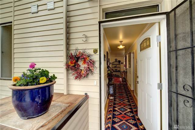 1758 Dexter Ave N #3, Seattle, WA 98109 (#1539677) :: The Kendra Todd Group at Keller Williams
