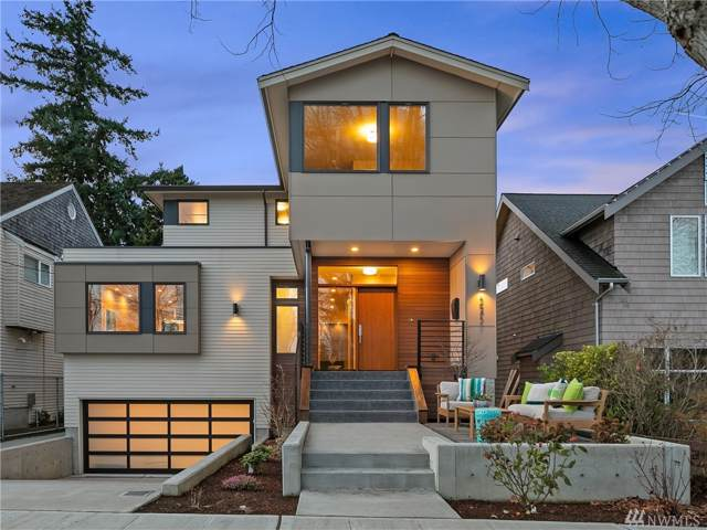 3215 39th Ave W, Seattle, WA 98199 (#1550511) :: Crutcher Dennis - My Puget Sound Homes