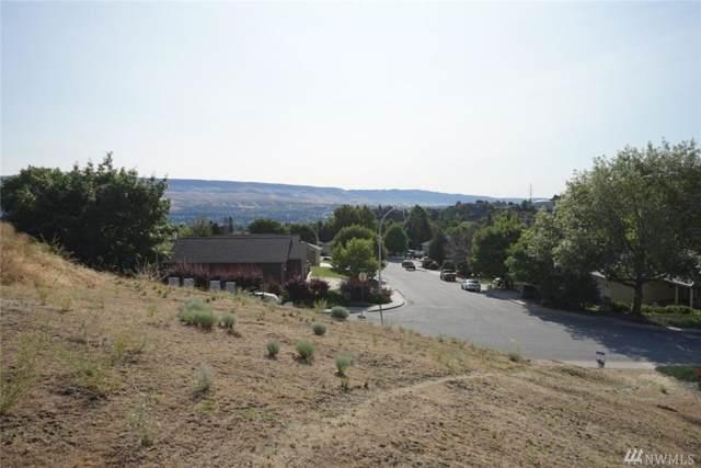 800 Castle Heights Dr, Wenatchee, WA 98801 (#1554408) :: Crutcher Dennis - My Puget Sound Homes