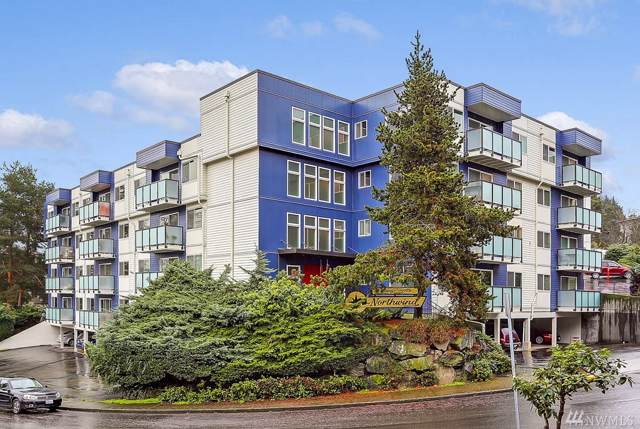 3722 27TH Place W #302, Seattle, WA 98199 (#1554560) :: Mosaic Home Group