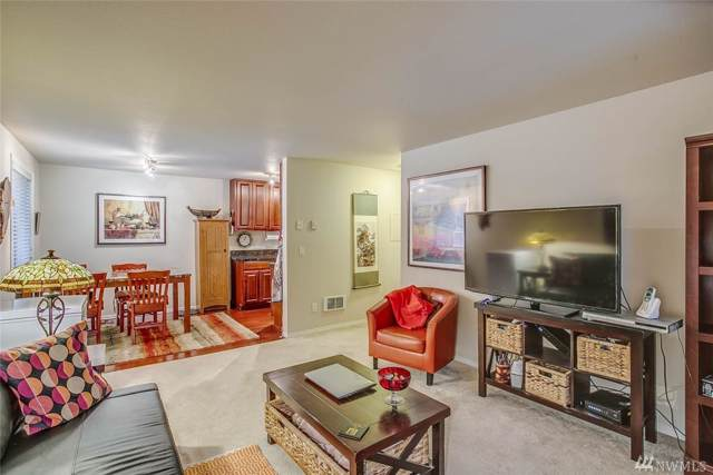 14300 32nd Ave NE #205, Seattle, WA 98125 (#1555289) :: Real Estate Solutions Group