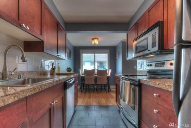 939 N 101st St #203, Seattle, WA 98133 (#1559743) :: Record Real Estate