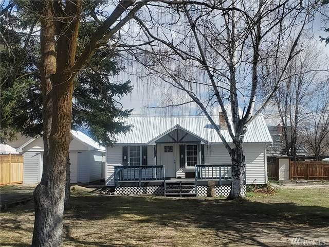 118 Douglas St N, Omak, WA 98841 (#1560904) :: Hauer Home Team