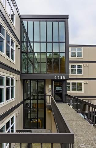 2253 Gilman Dr W #411, Seattle, WA 98119 (#1565523) :: Ben Kinney Real Estate Team