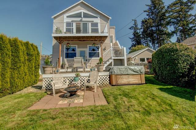 207 Madrona St, Camano Island, WA 98282 (#1566167) :: Liv Real Estate Group