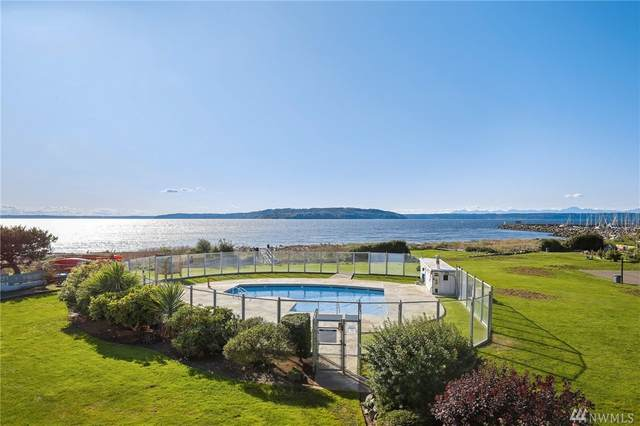 23001 Marine View Dr S A203, Des Moines, WA 98198 (#1567518) :: Mary Van Real Estate