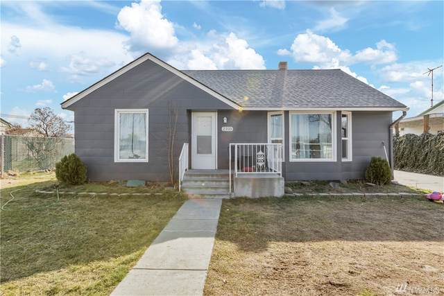2105 W 21 Ave, Kennewick, WA 99337 (#1569363) :: The Kendra Todd Group at Keller Williams