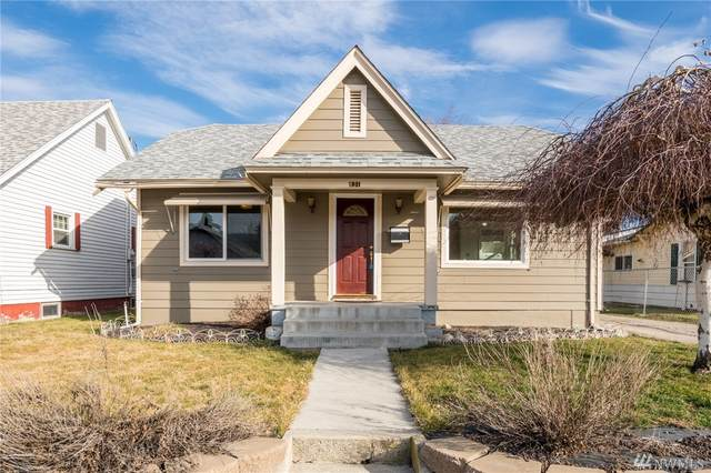 831 S Monroe St, Wenatchee, WA 98801 (#1573012) :: The Kendra Todd Group at Keller Williams