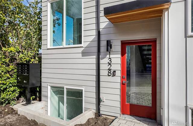 1328 14th Ave S, Seattle, WA 98144 (#1576264) :: The Kendra Todd Group at Keller Williams
