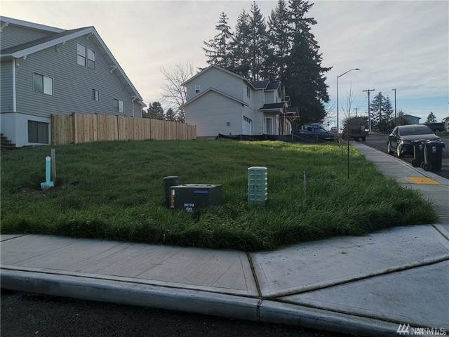 1018 E 43rd St, Tacoma, WA 98404 (#1594005) :: Ben Kinney Real Estate Team