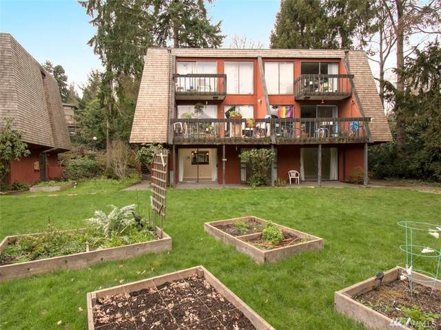 10757 Burke Ave N, Seattle, WA 98133 (#1599887) :: The Kendra Todd Group at Keller Williams