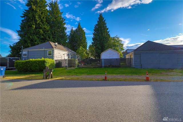 130 S 108th Place, Seattle, WA 98168 (#1601977) :: The Kendra Todd Group at Keller Williams